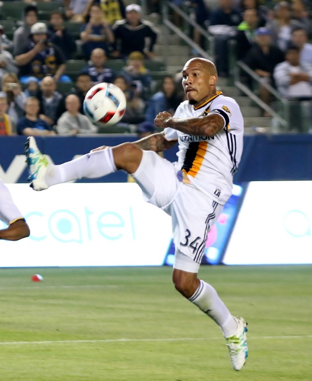 Nigel de Jong and the Galaxy had trouble getting shots-on-goal against Sporting KC. (Photo by Duane Barker)